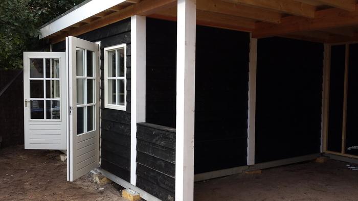 Schuur met veranda - Planken zwarte ...